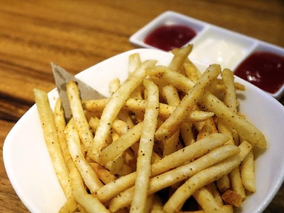 patatas fritas con freidora de aire sin aceite